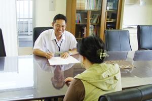 写真:就職相談・登録の様子
